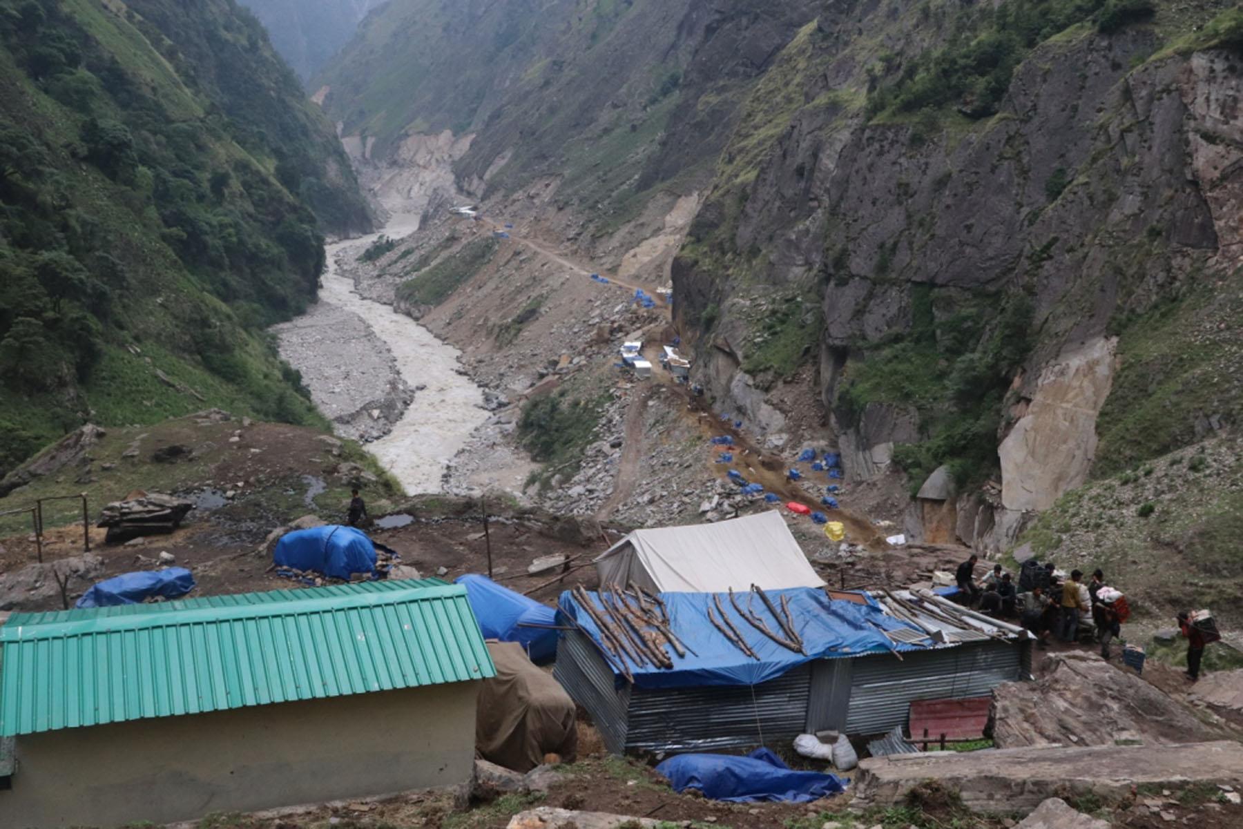 भारतले महाकाली थुनेरै मानसरोवर जाने सडक निर्माण गर्दा नेपालतिरको बाटोमा क्षति