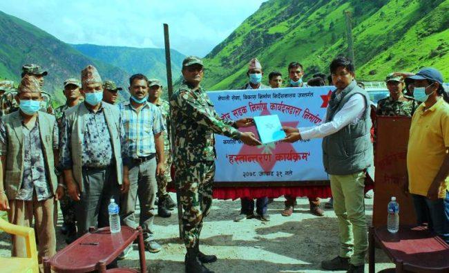 नेपाली सेनाद्वारा खुलालु–सलीसल्ला सडक हस्तान्तरण