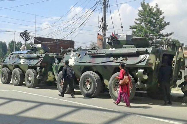 आर्मोर्ड भेहिकलहरुको रोड ड्राईभिङ्ग अभ्यास गर्दै नेपाली सेना