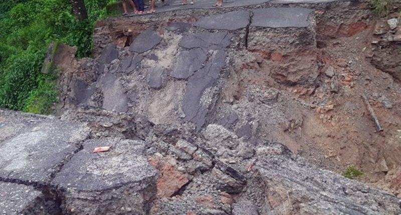 पुल भासिँदा नुवाकोटमा यातायात अवरुद्ध