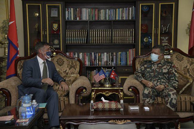 प्रधान सेनापति थापा र अमेरिकी राजदूत बेरीबीच भेटवार्ता