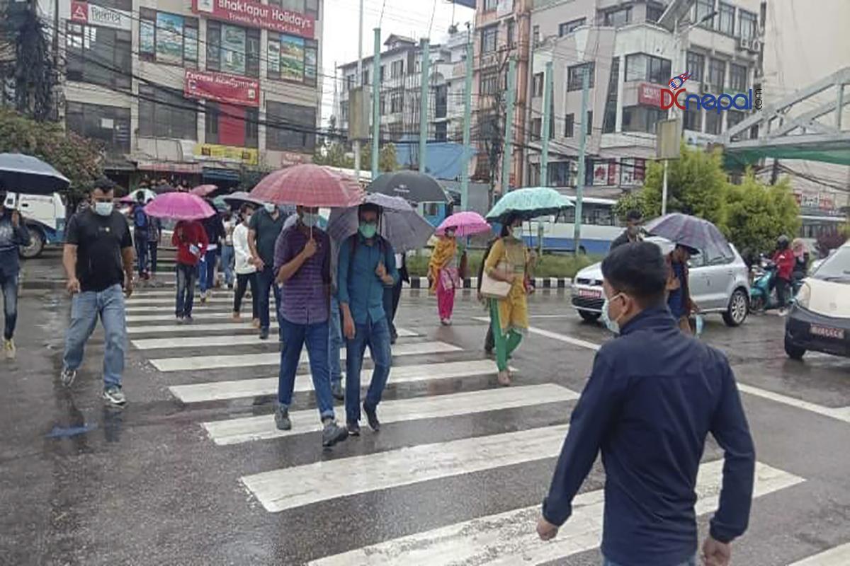 लगातारकाे झरीले  काठमाडाैंकाे जनजीवन प्रभावित (फाेटाेफिचर)