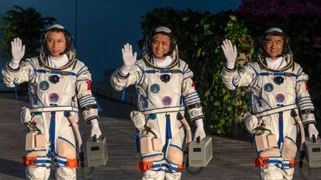 चिनियाँ तीन अन्तरिक्षयात्री ९० दिनपछि सकुशल फिर्ता