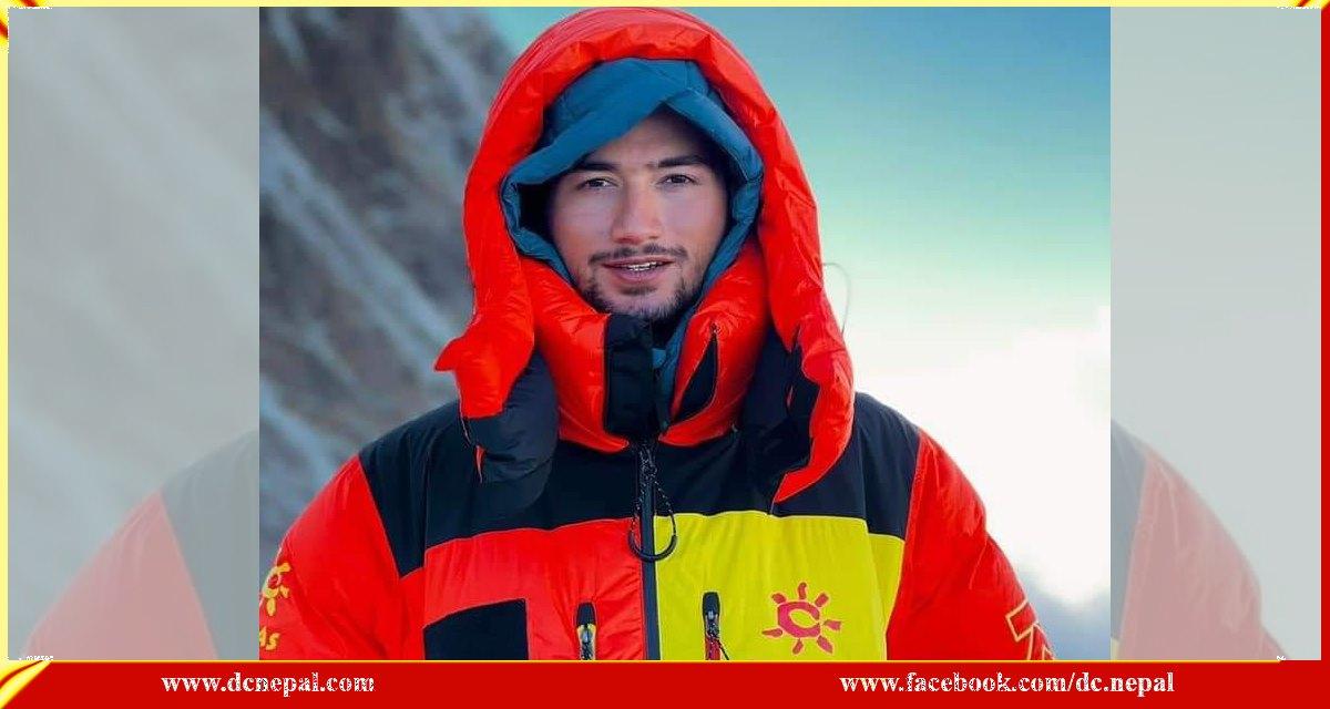 सरगमाथा र माउन्ट केटु हिमाल चढिसकेका पाकिस्तानका कान्छा आरोही मनास्लुको चुचुरोमा