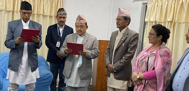 सुदूरपश्चिम प्रदेश सरकारमा नेकपा एस सहभागी, मन्त्री र राज्यमन्त्रीले लिए शपथ
