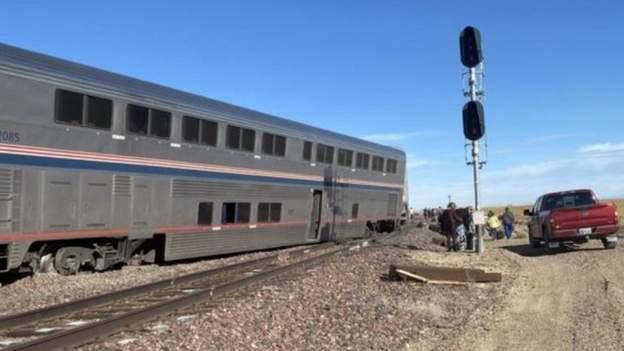 अमेरिकामा दौडिरहेको ट्रेन पटरी छाडेर उछिट्टियो