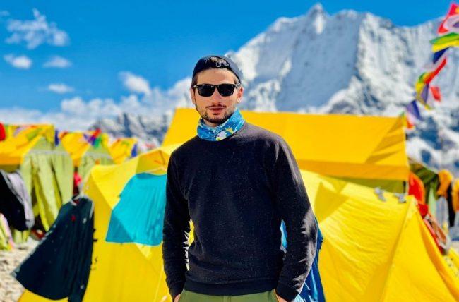 सरगमाथा र माउन्ट केटु हिमाल चढिसकेका पाकिस्तानका कान्छा आरोही मनास्लु चढ्दै