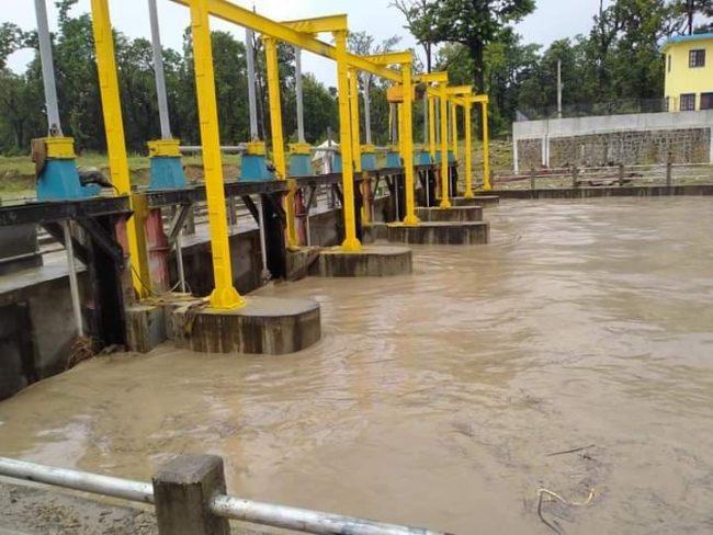नहर फुटेपछि कर्णालीको पानी सोझै बस्तीमा, जानकी गाउँपालिका जोखिममा