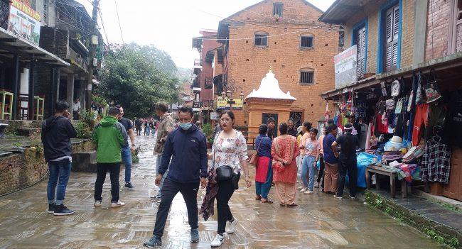 पर्यटकीय नगरी बन्दीपुरमा खचाखच पर्यटक, व्यवसायी उत्साहित