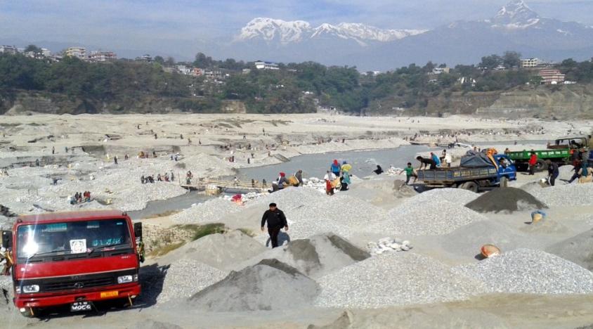 नदीजन्य पदार्थको चरम अभाव : रोकियो विकास निर्माण