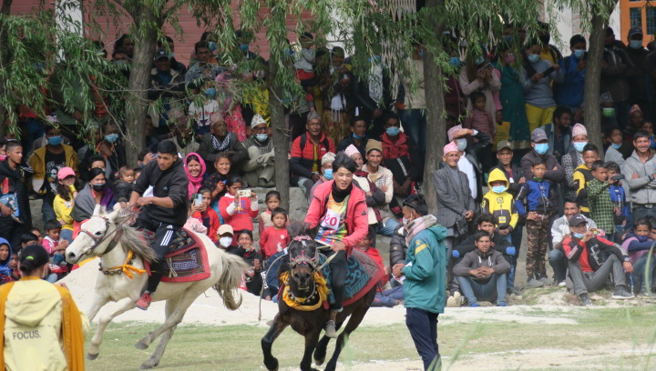 जुम्लाको घोडादौड प्रतियोगिता: मनसुर बोहोराको घोडा प्रथम