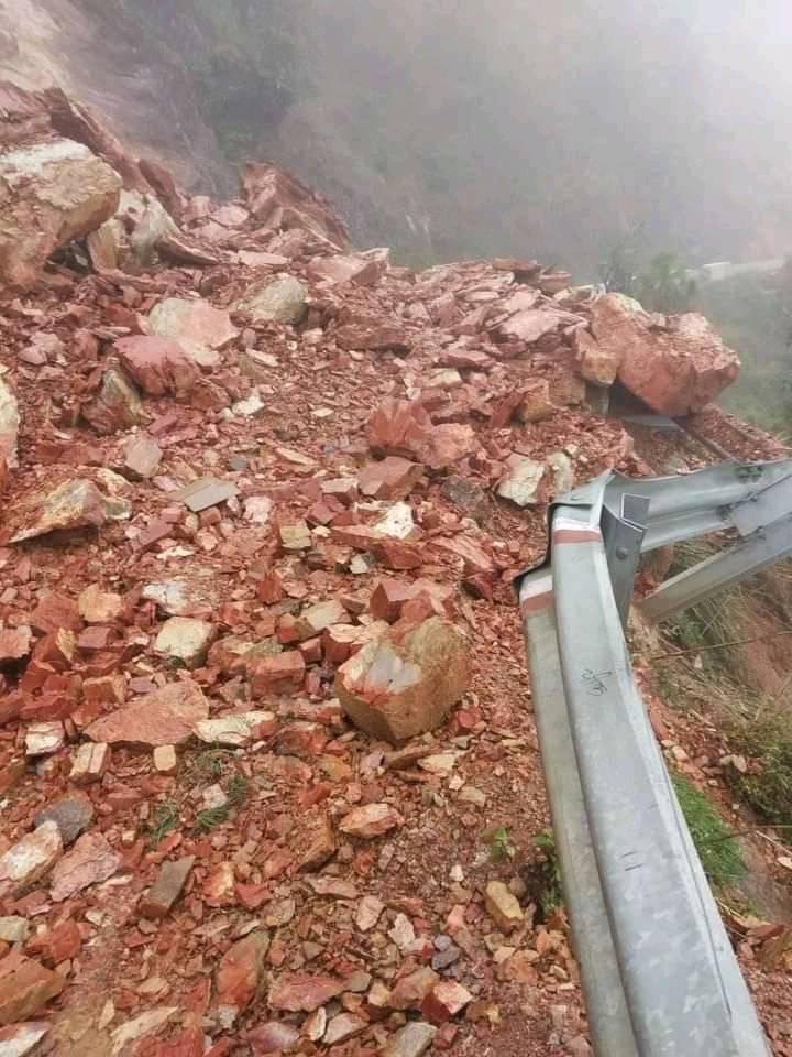 पहिरोले बैतडी जोड्ने राजमार्ग अवरुद्ध