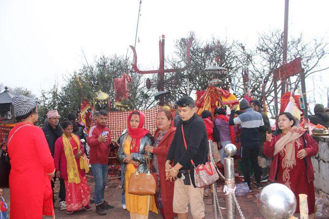 दसैंमा पाथीभरा मन्दिरमा पूजापाठ गर्नेकाे संख्या बढ्याे