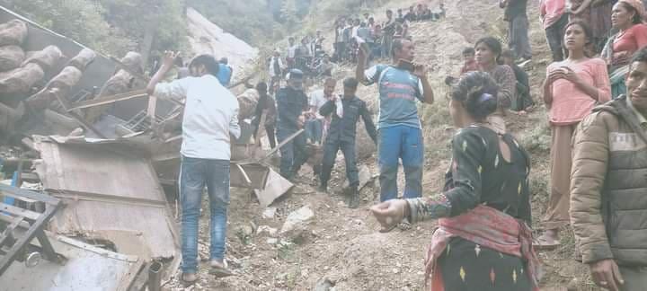 मुगु बस दुर्घटना : अगाडिको टायर पञ्चर भएर भीरबाट खस्यो, मृतकको संख्या ३२  पुग्यो